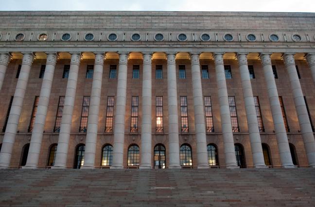 Eduskunta,_Riksdagen,_i_Helsingfors.jpg